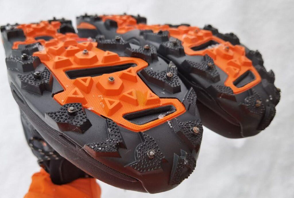 Besser als Spikes für Schuhe - diese Spikeschuhe mit festen Spikes