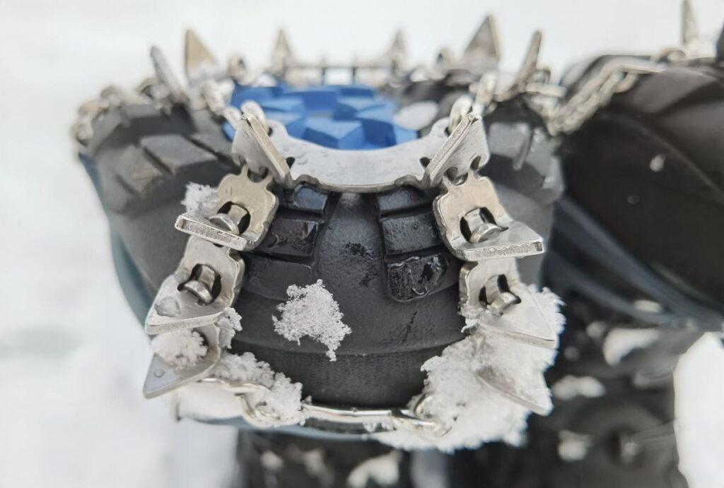 Das sind die zusätzlichen Zacken an der Schuhspitze beim Snowline Chainsen Pro XT